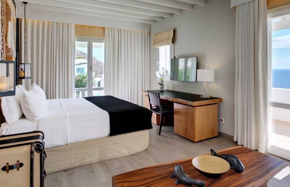 Deluxe Seaview Suite with Pool